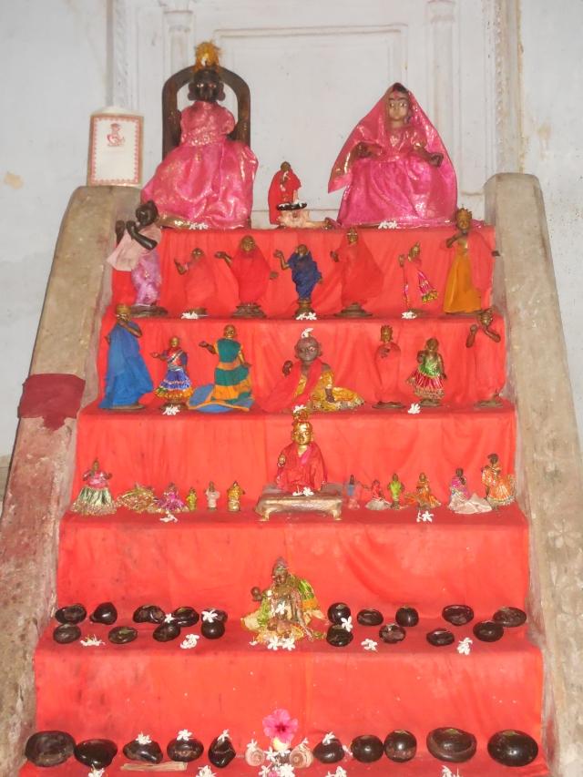 রাম মন্দিরে বহু মূর্তির সমাহার
